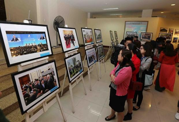 """""""2017年APEC会议和越南与岘港的烙印""""图片展在岘港市举行 hinh anh 2"""
