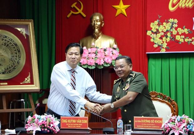 越柬两国增强地方间的团结和友谊 hinh anh 1