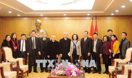 越共中央民运部部长张氏梅:天主教信教群众为国家的发展做出重要贡献 hinh anh 1