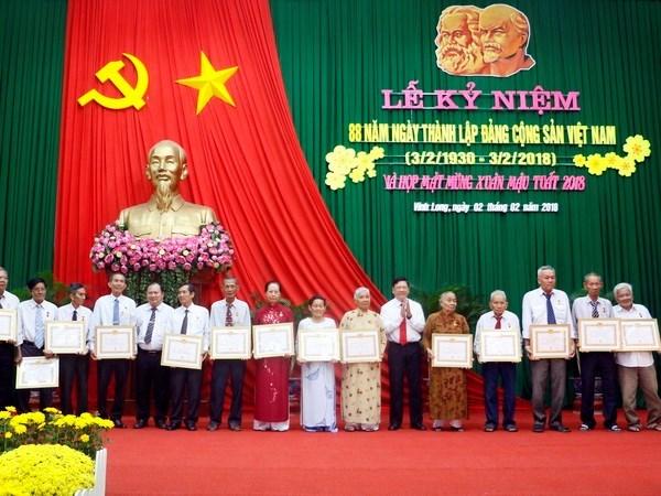 老柬领导人致电祝贺越南共产党建党88周年 hinh anh 1