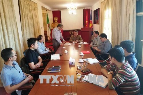 越南共产党成立88周年和1968戊申春节攻势50周年座谈会在阿尔及利亚举行 hinh anh 1