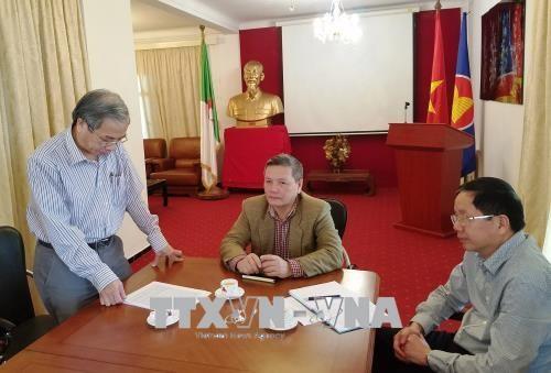 越南共产党成立88周年和1968戊申春节攻势50周年座谈会在阿尔及利亚举行 hinh anh 2