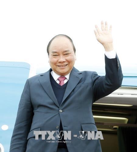 政府总理阮春福抵达老挝 开始出席越老政府间联合委员会第40次会议之行 hinh anh 1