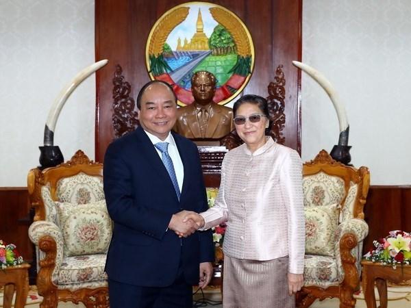 越南政府总理阮春福会见老挝领导人 hinh anh 2