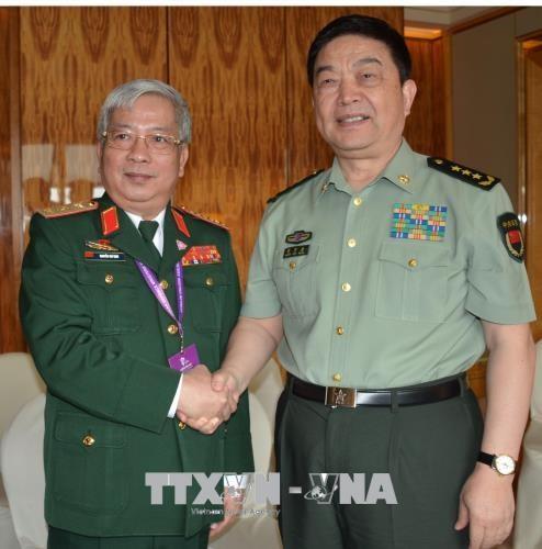 阮志咏同新加坡国防部长黄永宏和中国国防部部长常万全进行会晤 hinh anh 2