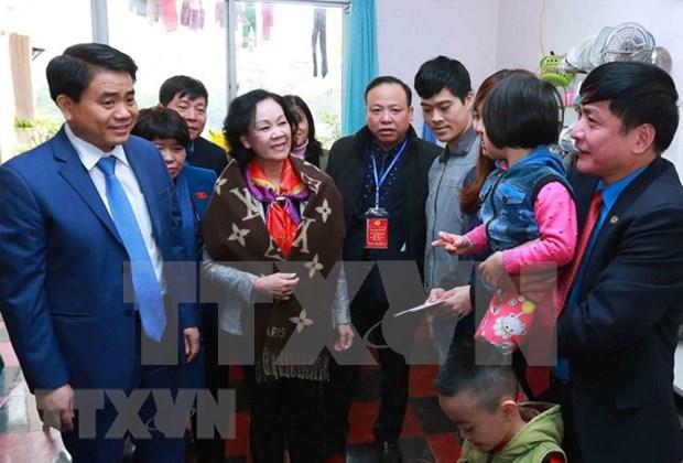 首都河内公民纷纷参加2018年团聚春节活动 hinh anh 1