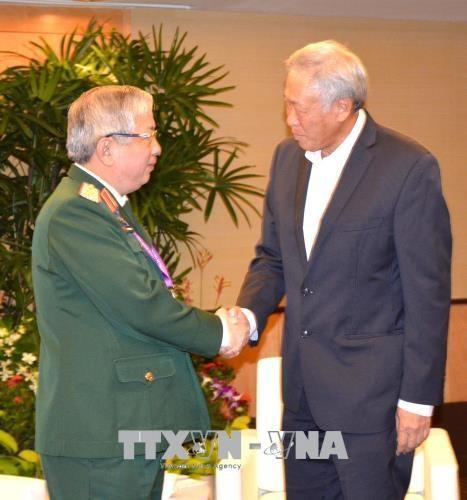 阮志咏同新加坡国防部长黄永宏和中国国防部部长常万全进行会晤 hinh anh 1