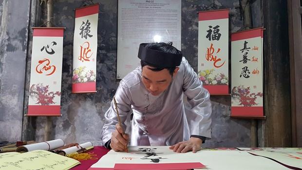 河内传统春节空间吸引外国游客的眼球 hinh anh 2
