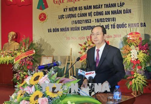 越南国家主席陈大光出席人民公安警卫力量成立65周年典礼 hinh anh 1