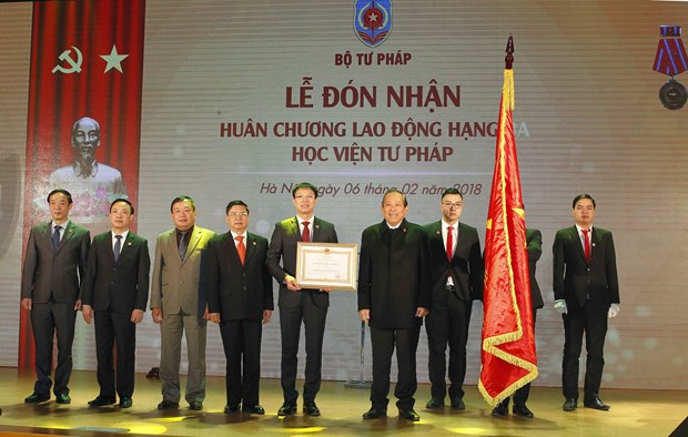 越南政府副总理张和平出席司法学院成立20周年纪念典礼 hinh anh 2