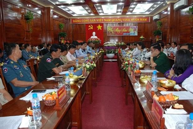 越南平福省与柬埔寨六省加强合作 hinh anh 1