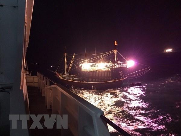 中国成功救助海上遇险的越南渔民 hinh anh 1