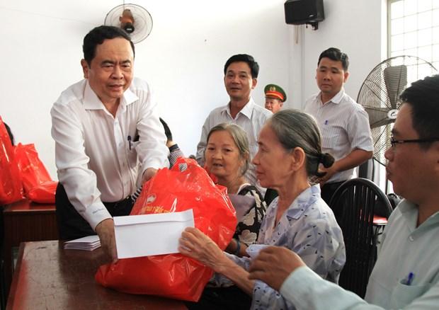 越南祖国阵线中央委员会主席莅临芹苴市开展优抚工作 hinh anh 1