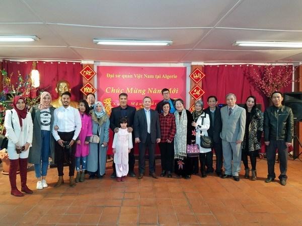 越南驻阿尔及利亚大使馆愿充当越侨与国内的桥梁 hinh anh 1