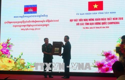 进一步增进越南与柬埔寨各地方之间的友好情谊 hinh anh 1