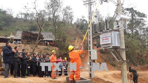 2018年戊戌春节前山罗省4100户家庭能够用上国家电网提供的电力 hinh anh 1