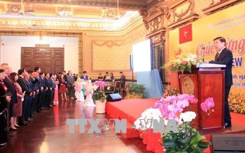 胡志明市与外国代表机构举行友好见面会 hinh anh 1