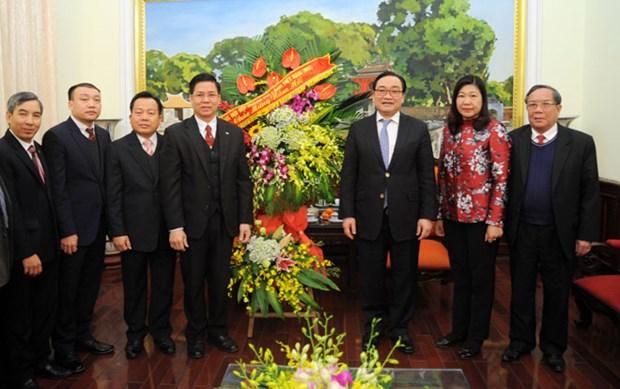 越南北部福音教教会会长向河内市委书记黄忠海拜年 hinh anh 1