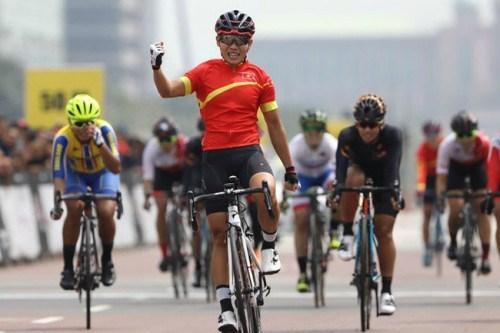 2018年亚洲自行车锦标赛:越南运动员阮氏实夺金 hinh anh 1