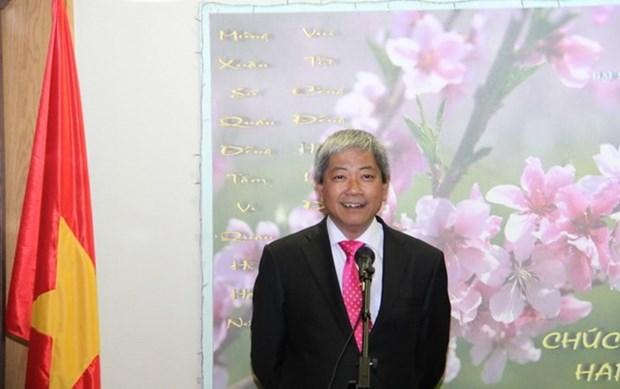 越南驻捷克和以色列大使馆开展迎新春和走访慰问活动 hinh anh 2