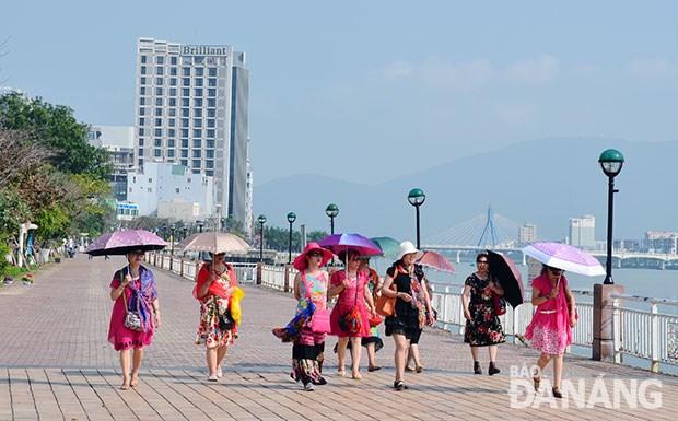 2018戊戌年春节期间岘港市力争接待外国游客量约达13万人次 hinh anh 1