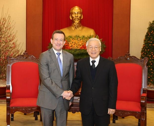 越共中央总书记阮富仲会见法国驻越南大使贝特兰•洛尔拉里 hinh anh 1