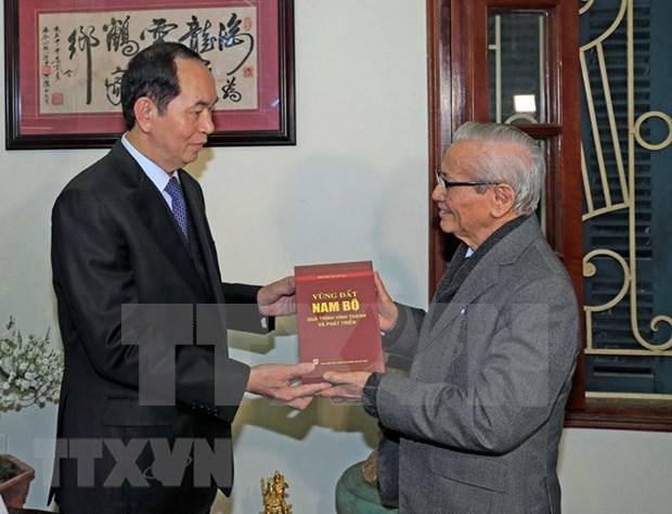 国家主席陈大光给河内市知识分子的杰出典范拜年 hinh anh 2