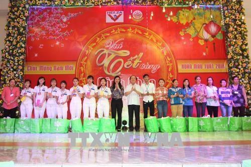 胡志明市领导与员工欢度新春佳节 hinh anh 1