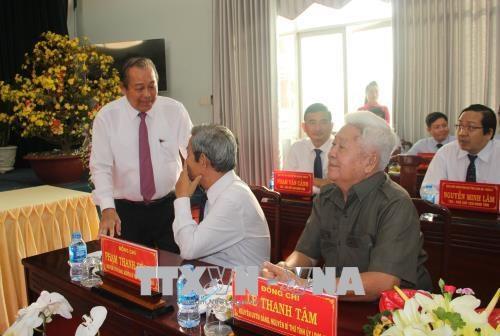 越南政府常务副总理张和平探访隆安省 hinh anh 1