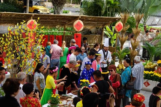 2018年平顺省粽子节吸引众多国际游客参加 hinh anh 1