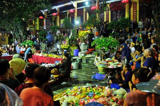 春节上庙烧香拜佛是越南传统习俗 hinh anh 1