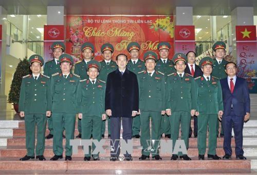 越南国家主席陈大光向春节在岗值班人员拜年 hinh anh 1