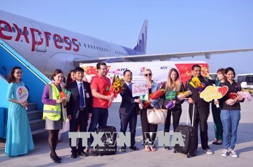 新春伊始岘港和老街喜迎第一名游客 hinh anh 1