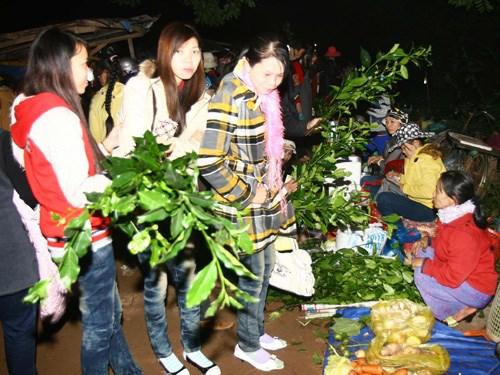 独特的一年一度于半夜开市的春节集市 hinh anh 1