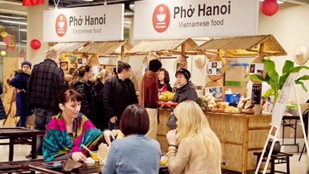 第三次越南街头美食节吸引众多俄罗斯友人和旅俄越南人前来参观品尝 hinh anh 1
