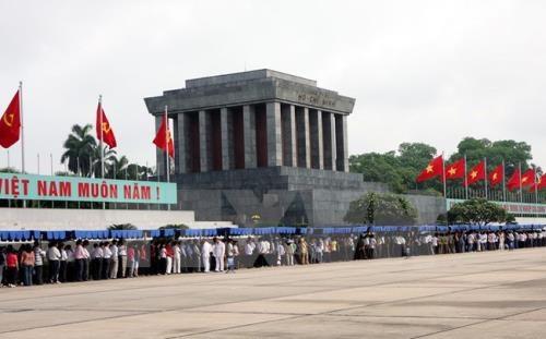 2018年春节放假期间拜谒胡志明主席陵墓的游客量达1.8万多人次 hinh anh 1