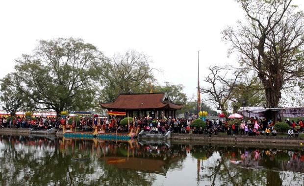 太平省隆重举行神光寺庙会 四面八方游客接踵来而来 hinh anh 2