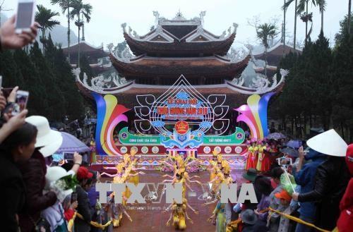 越南各地陆续举行春季庙会和迎春活动 hinh anh 1