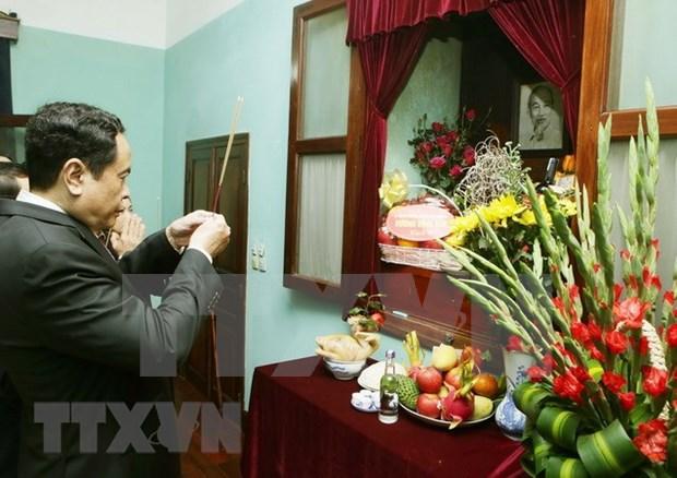 越南祖国阵线中央委员会主席陈青敏前往胡志明主席故居敬香 hinh anh 1