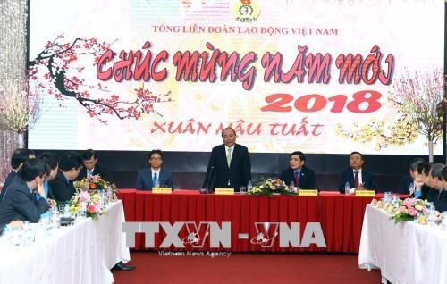 越南政府总理阮春福走访越南劳动总联合会拜年 hinh anh 1