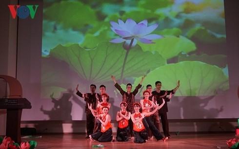 在莫斯科外国留学生对越南文化深感兴趣 hinh anh 1