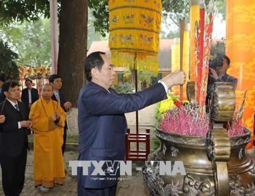 越南国家主席出席新春敬香祭祖仪式 hinh anh 1