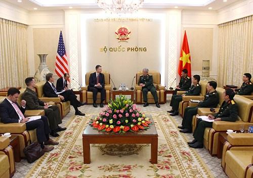 美国驻越南大使:美方希望加强对越南的防务合作 hinh anh 1