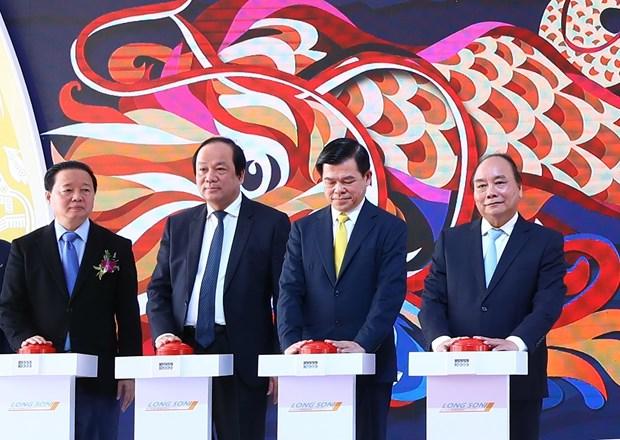 阮春福总理出席越南颇具规模的南部石油化工综合体项目开工仪式 hinh anh 1