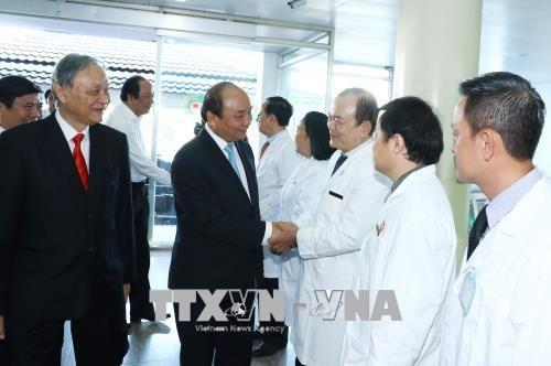 越南医师节:政府总理阮春福向全国医务人员队伍致以节日祝福 hinh anh 2