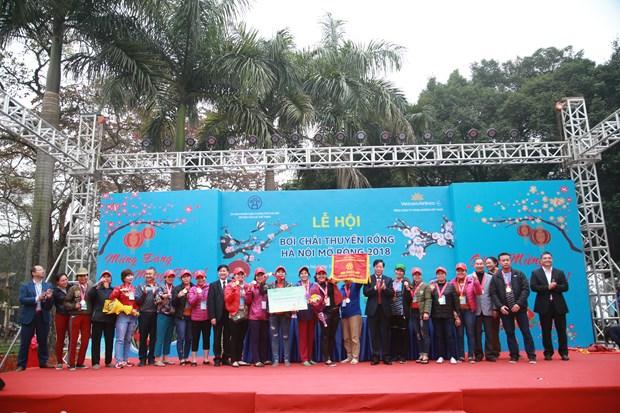 首次河内传统龙舟赛热闹举行 400名运动员参赛 hinh anh 2