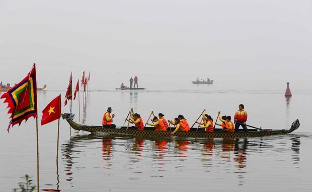 首次河内传统龙舟赛热闹举行 400名运动员参赛 hinh anh 1