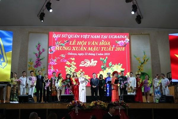 越南在乌克兰举行喜迎2018年戊戌年新春活动 hinh anh 1