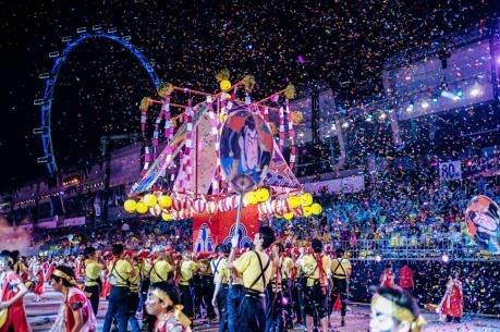 越南参加新加坡最具规模的妆艺大游行 hinh anh 1