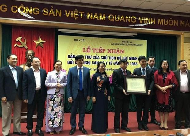 越南卫生部接受胡主席于1955年写给全国医务工作者的信的复件 hinh anh 1